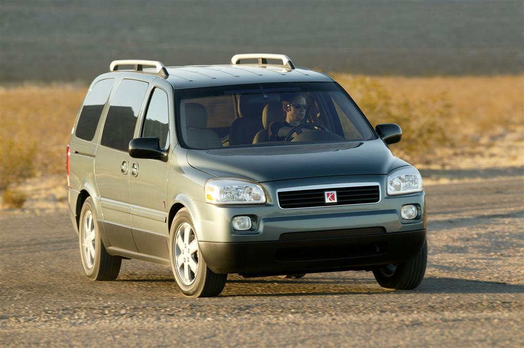 Saturn Relay Minivan Image