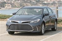 2017 Toyota Avalon Hybrid image.