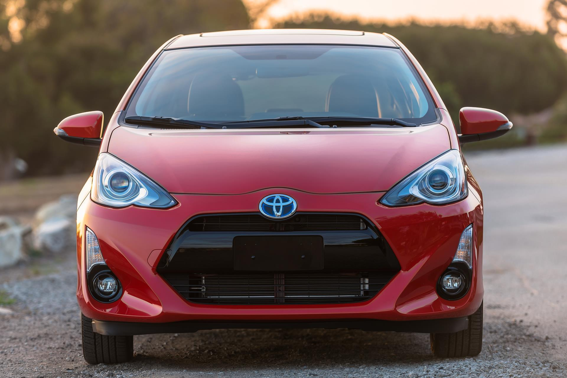 2017 toyota prius c technical specifications and data engine dimensions and mechanical details. Black Bedroom Furniture Sets. Home Design Ideas