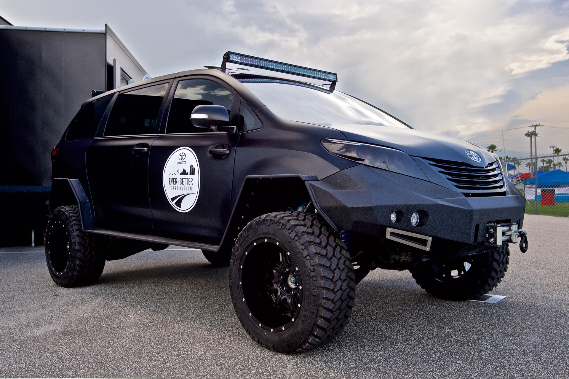 Toyota Ultimate Utility Vehicle pictures and wallpaper