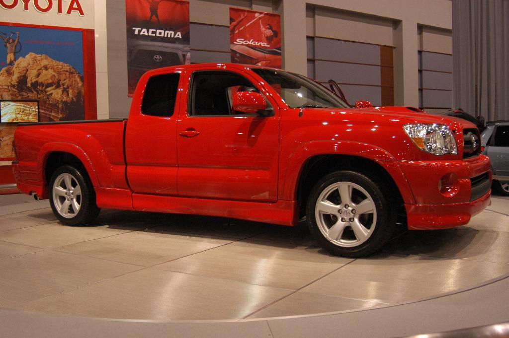 2005 Toyota Ta a X Runner Image
