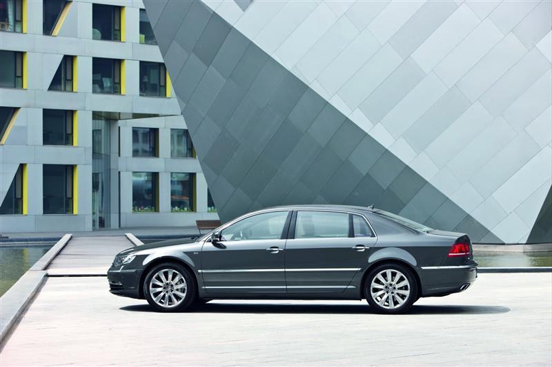 2011 Volkswagen Phaeton thumbnail image