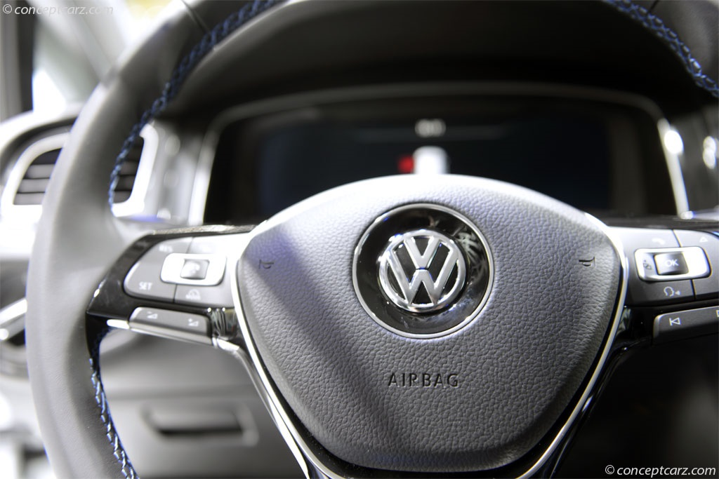 2017 Volkswagen e-Golf Image