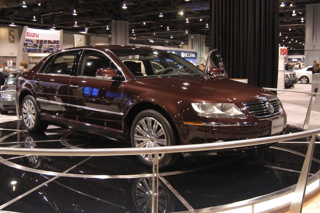 2005 Volkswagen Phaeton Image