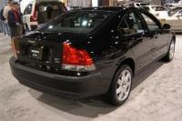 2004 Volvo S60 image.