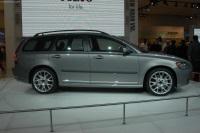 2004 Volvo V50 image.