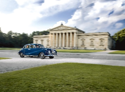 Enjoy an exclusive tour of Munich in a historic BMW