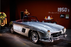 Mercedes-Benz Recognizes a Film Icon in Motion