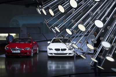 NIGHT OF THE WHITE GLOVES AT THE BMW MUSEUM. BMW HISTORY – A HANDS-ON EXPERIENCE.