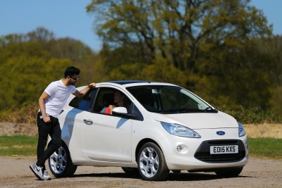 18-24-YEAR-OLD BRITISH DRIVERS THE MOST LIKELY IN EUROPE TO BE DISTRACTED BY 'ATTRACTIVE PEDESTRIANS', FORD SURVEY SAYS