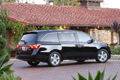 HONDA ACCORD, ODYSSEY AND CR-V NAMED TO KBB.COM'S 10 BEST FAMILY CARS OF 2013