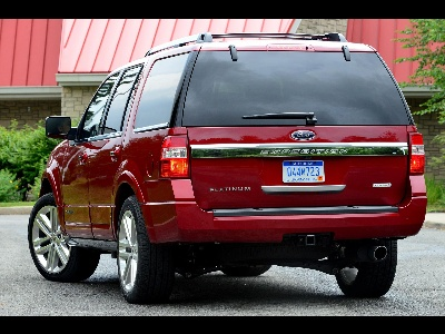 CAPABILITY AND STYLE: 2015 FORD EXPEDITION READY FOR THE OPEN ROAD WITH ECOBOOST ENGINE, ADVANCED TECHNOLOGY