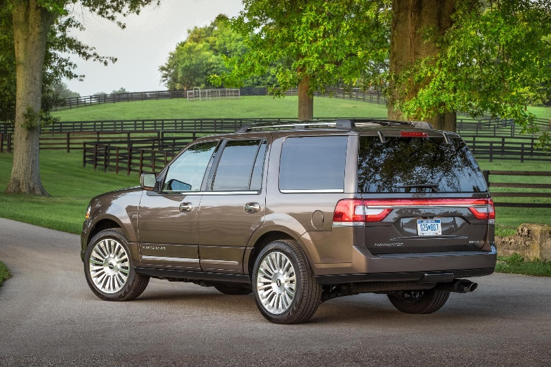 NEW 2015 LINCOLN NAVIGATOR EQUIPPED FOR ENHANCED PERFORMANCE AND REFINEMENT