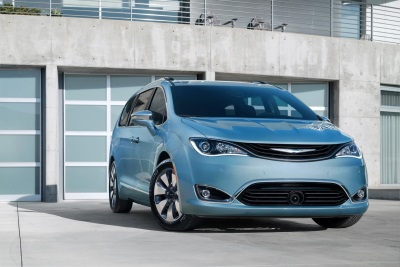 FCA CANADA EXPANDS 2017 CHRYSLER PACIFICA LINEUP