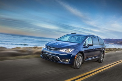 Most Awarded Minivan Of The Year Ups The Ante - 2018 Chrysler Pacifica Offers 4G Lte Wi-Fi With Unlimited Data From At&T