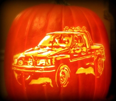 HOW CAR ENTHUSIASTS CAN REV UP THEIR HALLOWEEN DECORATIONS