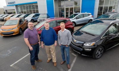 CHEVROLET DELIVERS FIRST BOLT EVS TO CUSTOMERS