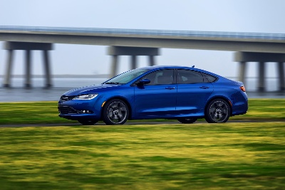 2015 CHRYSLER 200 MAKES CANADIAN DEBUT ALONGSIDE FOUR OTHER NATIONAL UNVEILINGS AT 2014 CANADIAN INTERNATIONAL AUTOSHOW