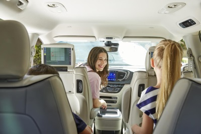 Chrysler Brand And Kango Announce First-Of-Its-Kind Family Rideshare Service Partnership