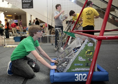 THE CHRYSLER FOUNDATION ENERGIZES 2014 FIRST ROBOTICS SEASON WITH NEARLY A QUARTER-MILLION DOLLARS IN GRANTS