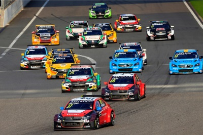 CITROËN CELEBRATES FIA WTCC* CROWN WITH A TREBLE
