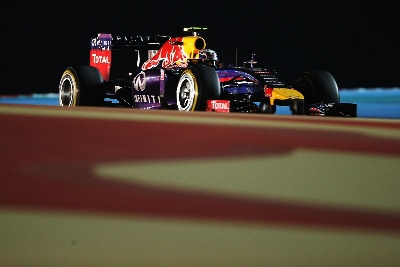DANIEL & SEB DELIVER IN THRILLING BAHRAIN GP