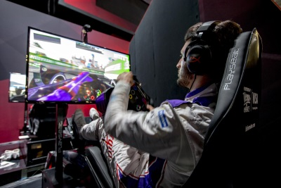 DS VIRGIN RACING PUSH THROUGH A VIRTUAL PACK IN LAS VEGAS