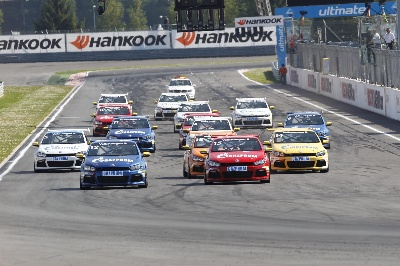 FORMER DTM CHAMPION LARINI WINS THE SCIROCCO R-CUP SHOW RACE IN MOSCOW