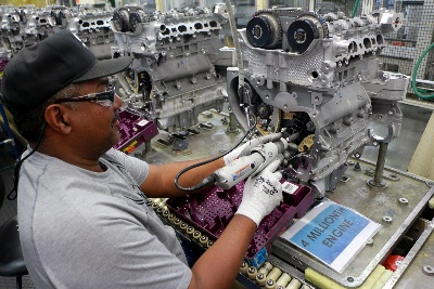GM INVESTS $233 MILLION FOR NEW ENGINES; WILL BUILD CADILLAC SRX IN SPRING HILL
