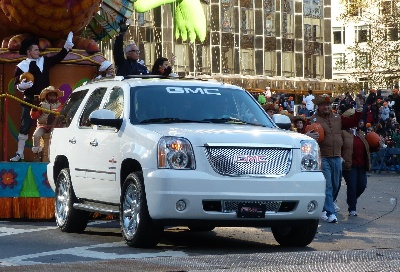 GMC TOWS TRADITION IN MACY'S THANKSGIVING DAY PARADE