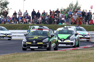 JAMES GRINT & PAUL DONKIN MAKE IT SEVEN CARS FOR JAMSPORT TEAM IN BRANDS HATCH RENAULT UK CLIO CUP FINALE