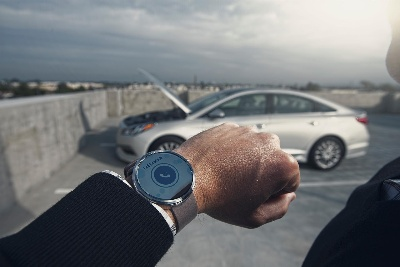 HYUNDAI BLUE LINK TO DEBUT SMARTWATCH APP WITH VOICE RECOGNITION AT 2015 CONSUMER ELECTRONICS SHOW