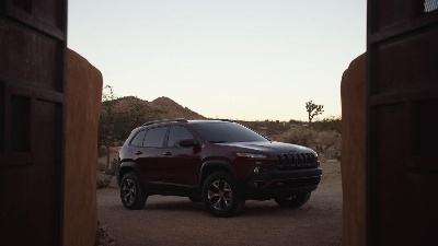 THE JEEP® BRAND AND NBCUNIVERSAL LAUNCH STRATEGIC CROSS-PORTFOLIO PARTNERSHIP WITH 'CHEROKEE EFFECT'