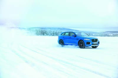 JOSÉ MOURINHO MASTERS THE ART OF ICE DRIVING WITH JAGUAR