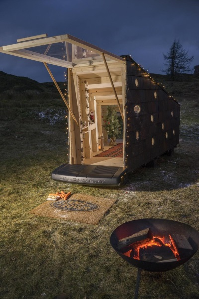 ALL FOR A GOOD CLAUS: LAND ROVER BUILDS COMPACT CHRISTMAS CABIN FOR SANTA