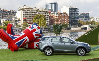 LAND ROVER DISCOVERY SPORT MAKES ITS PARIS DEBUT IN TRUE BRITISH STYLE
