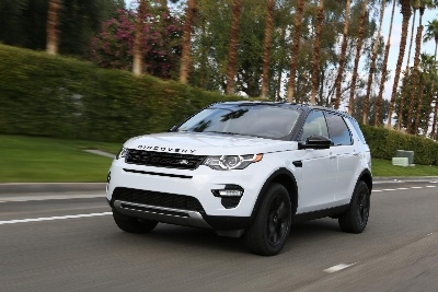 land rover discovery sport named digital trends 39 2015 suv of the year. Black Bedroom Furniture Sets. Home Design Ideas