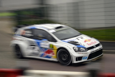 DUEL OF THE YEAR, DUEL OF THE DAY: LATVALA NARROWLY AHEAD OF OGIER AT THE SHAKEDOWN IN THE RALLY FRANCE