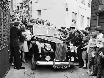 CARS OF THE STARS! JOHN LENNON'S AUSTIN PRINCESS AND JAMES MASON'S MERCEDES-BENZ SET TO ROLL DOWN THE LONDON RED CARPET WITH RM SOTHEBY'S