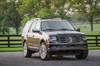 LINCOLN NAVIGATOR NAMED ONE OF THE CAR BOOK'S 2015 BEST BETS