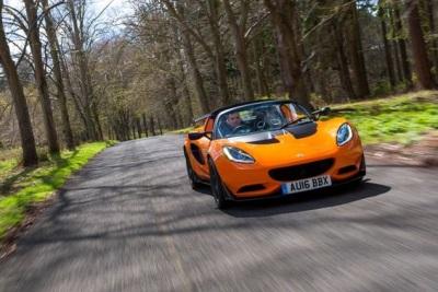 Landmark Lotus Elise receives Autocar Readers' Champion Award