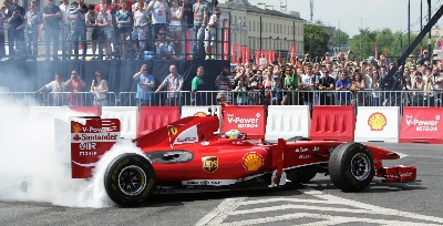 Felipe Massa surprises fans in a Scuderia Ferrari Formula OneTM car at the Shell V-Power Nitro+ show in Warsaw