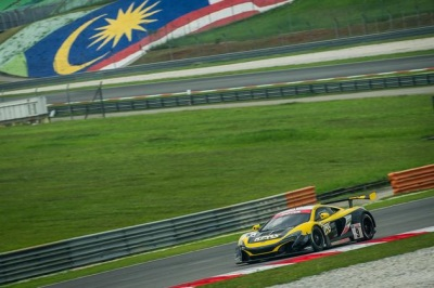 McLAREN 650S GT3 TO START MOTUL SEPANG 12 HOURS FROM THE FRONT ROW