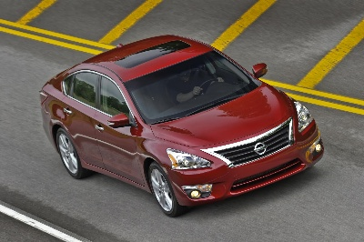NISSAN PATHFINDER AND ALTIMA NAMED TO KELLEY BLUE BOOK'S 10 BEST FAMILY CARS LIST