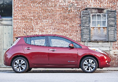 NISSAN LEAF ONLY PLUG-IN VEHICLE TO RECEIVE 2014 IHS AUTOMOTIVE LOYALTY AWARD