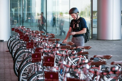 PEDAL POWER: GM SHARES BIKES WITH 19,000 TECH CENTER EMPLOYEES