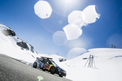 WORLD SKIING CHAMPION VERSUS RALLY ACE: SVINDAL AND MIKKELSEN RACE DOWNHILL TO FJORD