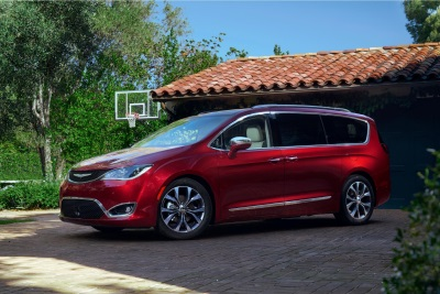 'RUEDAS ESPN' HONORS FCA US WITH 'MANUFACTURER OF THE YEAR' AWARD; NAMES CHRYSLER PACIFICA 'VEHICLE OF THE YEAR'