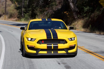 STANDARD EQUIPMENT, GOING FAST: SHELBY GT350 MUSTANG OWNERS GET COMPLIMENTARY PERFORMANCE DRIVING SCHOOL