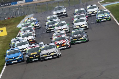 FEARSOME FLAT-OUT THRUXTON NEXT STOP FOR WIDE OPEN RENAULT UK CLIO CUP TITLE RACE